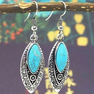 Boho style silver/turquoise leaf earrings nwot